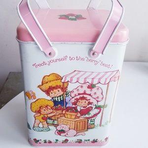 Vintage 1982 Strawberry Shortcake metal tin w/lid